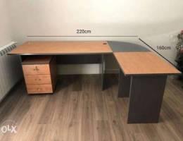 3 Office Desks + set of drawers